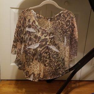 Tops - EUC Cute animal print shirt.